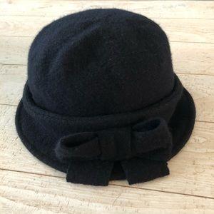 D&Y Wool Bow Cloche Hat Black